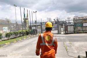 Shell-Petroleum-Development-Company-SPDC-personnel-in-front-of-one-of-the-companys-facilities-in-the-Niger-Delta.jpg
