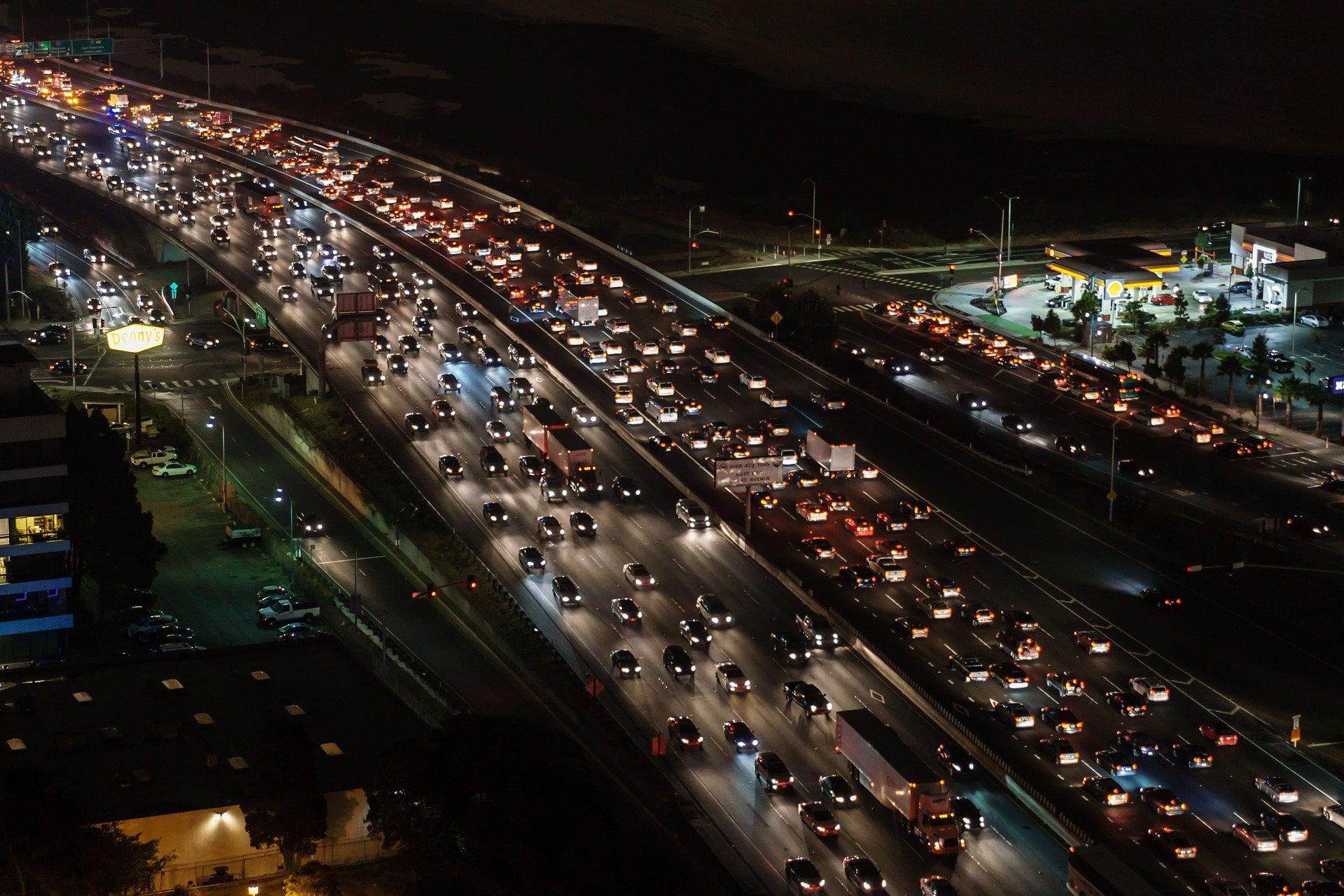 traffic-jam-1703575_1920.jpg